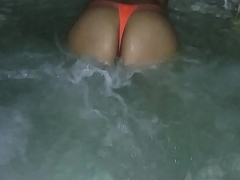 Sexy wed bouncing her ass in hot tub