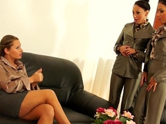 Euro les pissing babe pussylicking in trio