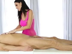 Slutty massagist jizzed